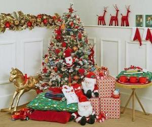 Rompicapo di albero di Natale ben arredate e regali