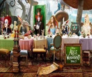 Rompicapo di Alice è l'ospite d'onore alle Folle Festa dil Tè