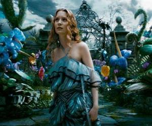 Rompicapo di Alice (Mia Wasikowska) nel paese delle meraviglie