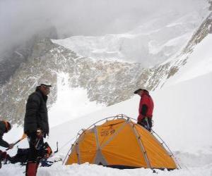 Rompicapo di Avventurieri nil montaggio della tenda