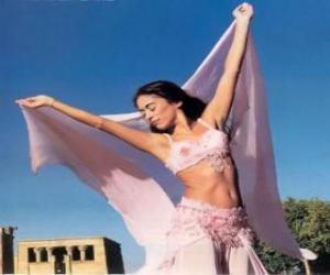 Rompicapo di Ballerina professional che danza durante una performance