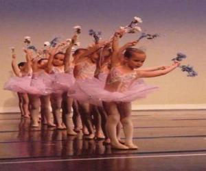 Rompicapo di Bambina facendo balletto