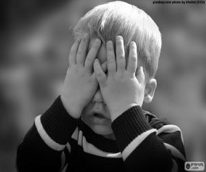 Rompicapo di Bambino che copre i suoi occhi