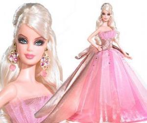 Rompicapo di Barbie con un vestito rosa