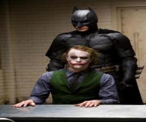 Rompicapo di Batman interrogando e il suo nemico, il Joker