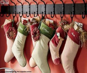 Rompicapo di Calze appese con i regali di Natale