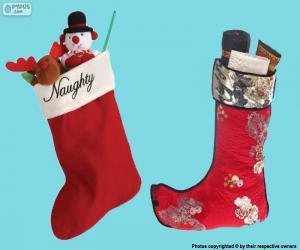 Rompicapo di calze di Natale con i regali dentro