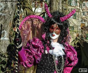 Rompicapo di Carnevale vestito rosa