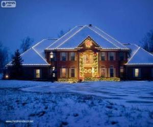 Rompicapo di Casa decorata con decorazioni di Natale