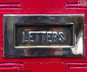 Rompicapo di Cassetta postale su una porta rossa