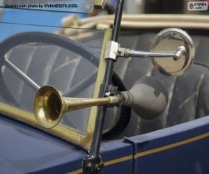 Rompicapo di Clacson e specchietto retrovisore di una vecchia auto