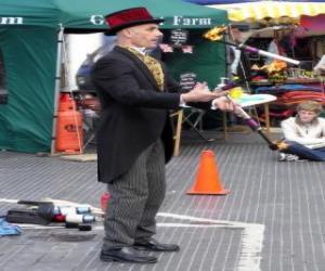 Rompicapo di Clown facendo giocoleria