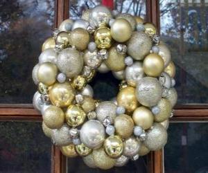 Rompicapo di Corona di Natale, fatto con le palle