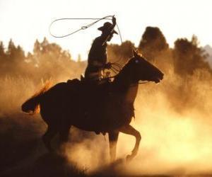 Rompicapo di Cowboy che monta un cavallo con il lasso