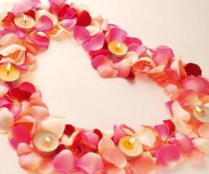 Rompicapo di Cuore fatto di petali di rose e candele