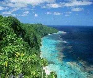 Rompicapo di East Rennell è l'atollo di corallo di più grande del mondo alta. Isole Salomone.