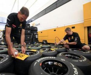 Rompicapo di F1 meccanico, preparando il pneumatico