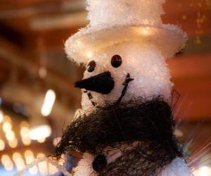 Rompicapo di Fachia pupazzo di neve con cappello e sciarpa