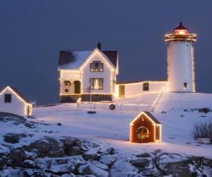 Rompicapo di Faro e la casa del guardiano del faro con decorazioni natalizie