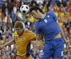 Rompicapo di Giocatore di calcio saltando per finire la palla con la testa