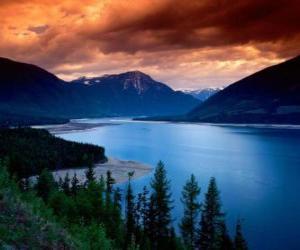 Rompicapo di Grande lago tra le montagne