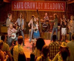 Rompicapo di Hannah Montana (Miley Cyrus) effettuando una delle sue canzoni in Crowley Corners, la città che diede i natali a Miley.