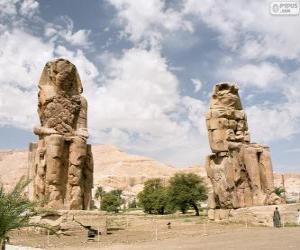 Rompicapo di I Colossi di Memnone statue di pietra del faraone Amenhotep III, Luxor, Egitto