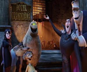 Rompicapo di Il Conte Dracula alla porta dell'hotel con i suoi amici