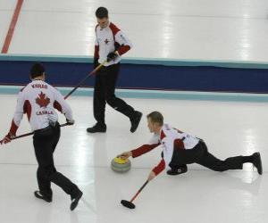 Rompicapo di Il curling è uno sport di precisione simile a bocce bocce o inglese, eseguito in una pista di ghiaccio.