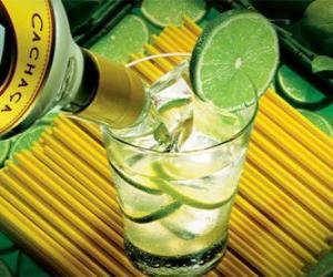 Rompicapo di La Caipirinha è un cocktail brasiliano composto da rum, lime, zucchero e ghiaccio.