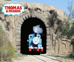 Rompicapo di L'accogliente locomotiva a vapore di Thomas che esce dal tunnel