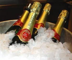 Rompicapo di Lo champagne (o champagne) di champagne francese, è un tipo di vino spumante prodotto con il metodo champenoise nella regione di Champagne, in Francia.