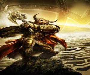 Rompicapo di Minotauro - Mostro gigante con corpo umano e la testa del toro come un guerriero armato