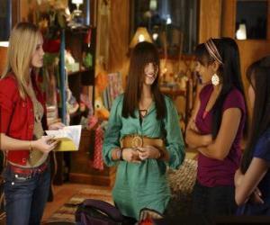 Rompicapo di Mitchie Torres (Demi Lovato) da Tess Tyler (Meaghan Jette Martin) e Margaret
