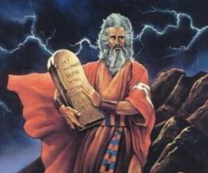 Rompicapo di Mosè con le tavole della legge su cui sono scritti i dieci comandamenti