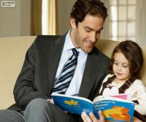 Rompicapo di Papa aiutando lettura a sua figlia
