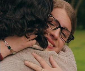 Rompicapo di Patty e Leandro si incontrano, sia piangere e si abbracciano.