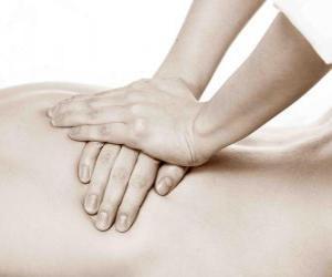Rompicapo di Pazienti che ricevono un massaggio terapeutico da un fisioterapista