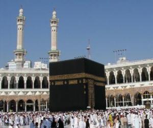 Rompicapo di Pellegrini musulmani a piedi intorno alla Ka'ba, un edificio a forma di cubo alla Mecca, Arabia Saudita