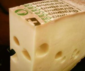 Rompicapo di Pezzo intero aperto de formaggio di tipo gruyer o emmental