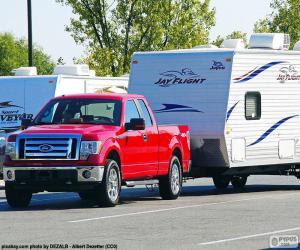Rompicapo di Pick-up rosso con camper