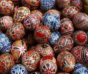 Rompicapo di Pila di uova di Pasqua decorate con motivi geometrici
