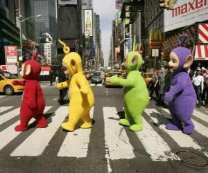 Rompicapo di Po, Laa-Laa, Dipsy e Tinky Winky, attraversando una strada