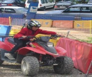 Rompicapo di Ragazza alla guida di un quad