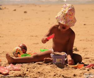 Rompicapo di Ragazza che gioca sulla spiaggia
