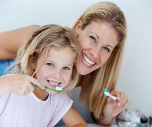 Rompicapo di Ragazza lavarsi i denti, una pratica essenziale per la salute dentale