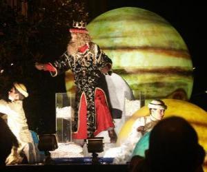 Rompicapo di Re Gaspare alla parata lanciando caramelle