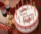 Torta di compleanno con candele accese