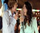 Gabriella Montez (Vanessa Hudgens), Troy Bolton (Zac Efron) canto del karaoke