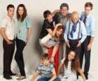 Ritratto di famiglia, con nonni, genitori e nipoti